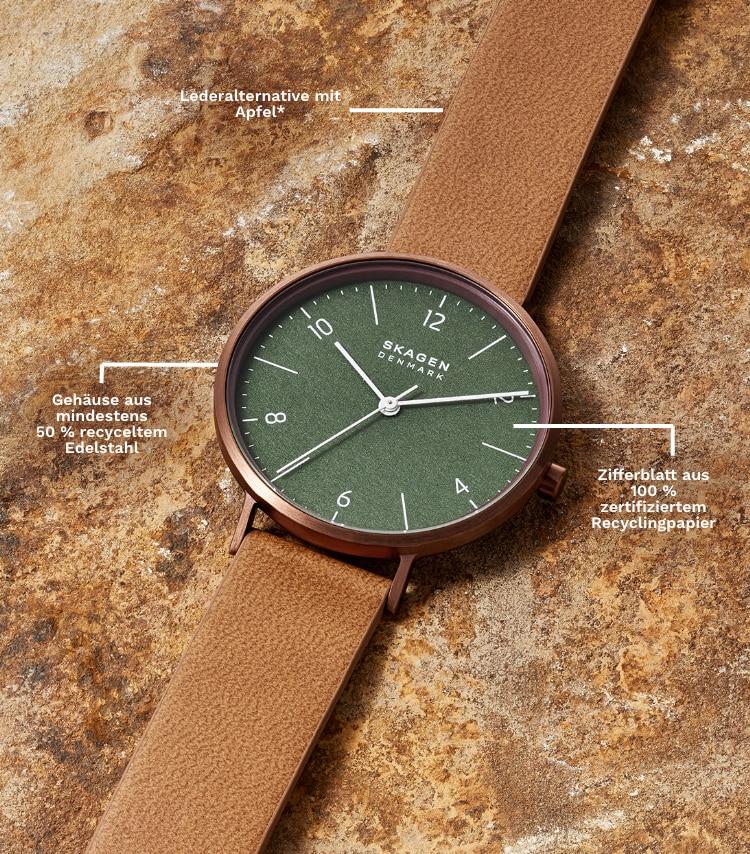 Eine umweltfreundliche, braune Uhr mit grünem Zifferblatt.