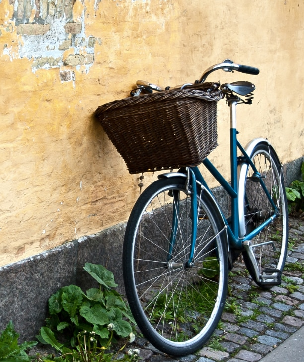 Fahrrad auf einer Straße in Kopenhagen