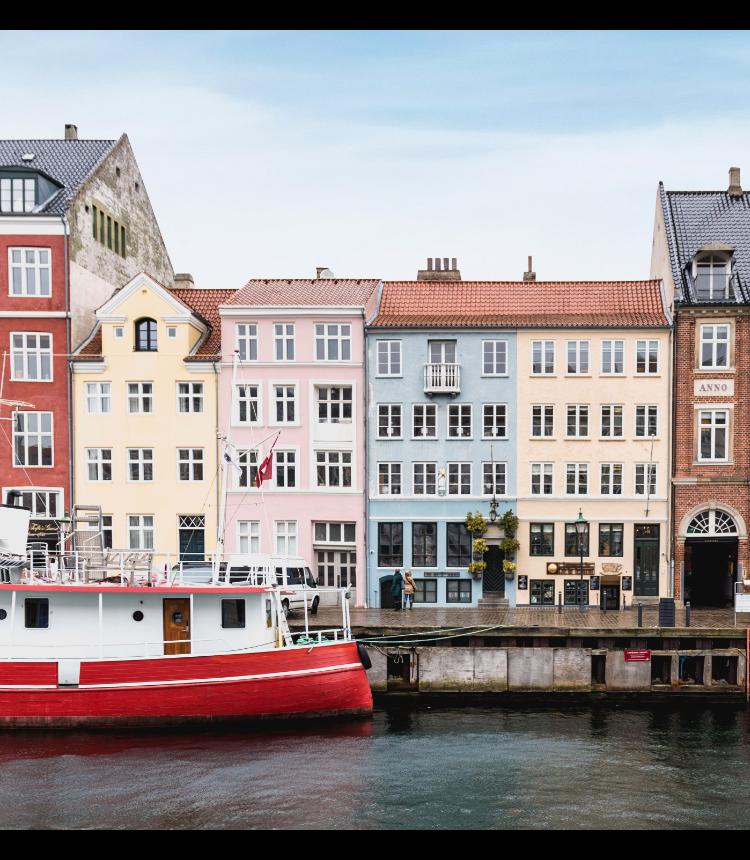 カラフルなデンマークの家が並ぶ街並み